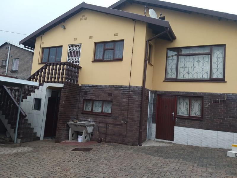 Property For Sale in Burlington Heights, Chatsworth 1