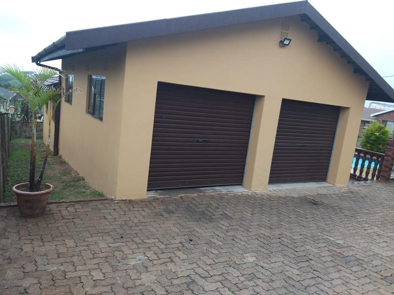 Property For Sale in Burlington Heights, Chatsworth 2